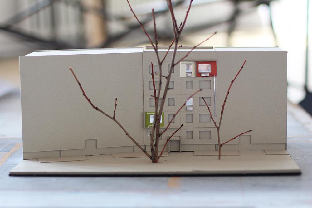 """Das Modell zum Entwurf """"Im Aufruch"""" von Annett Plonka. Die Arbeit gewann den ersten Preis für den Standort Hanoier Straße 27 (Silberhöhe) und wird Ende August 2018 fertiggestellt."""