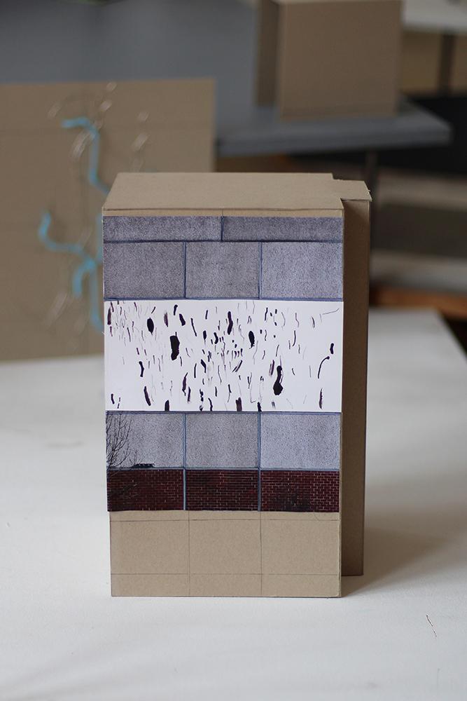 """Das Modell zum Entwurf """"Strichcollage"""" von Lisa Brockmann. Das Projekt gewann den ersten Preis für den Standort Aalweg 17 (Heide-Nord) und wurde am 08. Juni 2018 mit der Beteiligung von über 200 Bewohner*innen und Freund*innen des Stadtteils realisiert."""